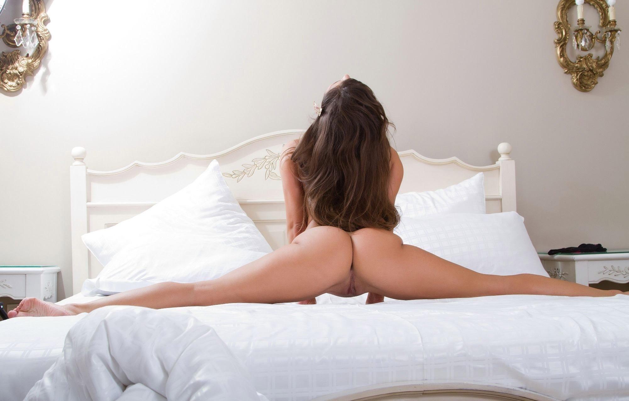 Фото голой девушке на шпагат, Гимнастки отличные порно фото порева ебли и секса 14 фотография